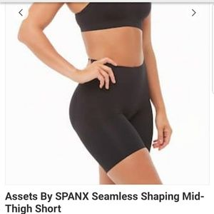 Spanx Seamless Shaping shorts